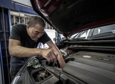 How to check your car engine oil